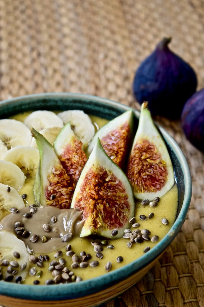 Golden Smoothie-Bowl
